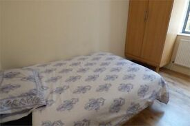 Gorgeous double room, close to Whitechapel, bills included, excellent amenities and transport
