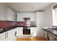 2 bedroom house in The Approach, Hendon, NW4