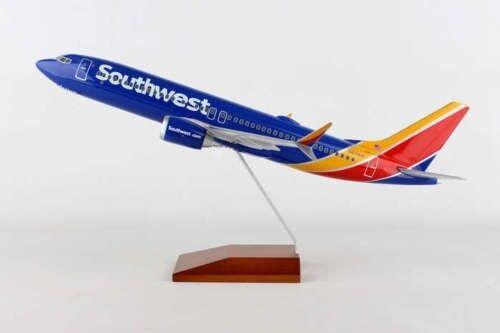 SOUTHWEST AIRLINES  737- MAX 8 1:130 DESK MODEL SKYMARKS - EXECUTIVE