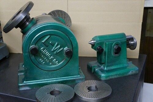 "L-W 11"" CHUCK DIVIDING HEAD W/ TAIL STOCK,FACE PLATE AND PLATES"