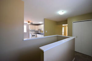 A Must See! 3 Bed Condo Townhouse Backyard Garage 2 Car Parking!