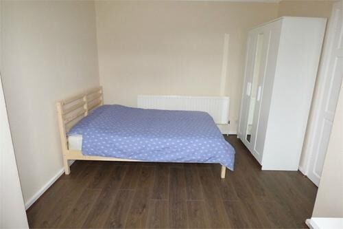 Huge Double room to rent in Gale Street, E3