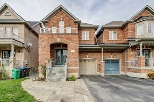 A Bright Semi Detached House In Gore & Castlemore Neighborhood.