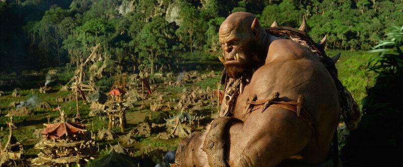 Hinter diesem grimmigen Blick versteckt sich Schauspieler Robert Kazinsky. (Bild: Universal / Legendary Pictures)
