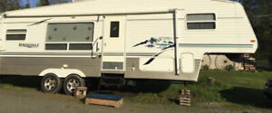 SPACIOUS 28 FOOT FIFTH WHEEL-DOUBLE SLIDE-WELL MAINTAINED