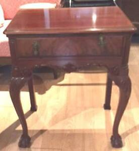 QUEEN ANNE CUTLERY TABLE