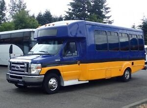 2009 Ford E-450 19 Passenger Shuttle w/ Wheelchair Lift