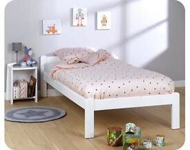 Children's bed made of solid beechwood + mattress included - only 15% of original store price
