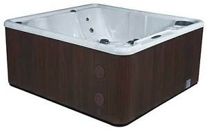 Hot Tub Canadian Manufacturered 5 man with lounger $27.95bi/wkly