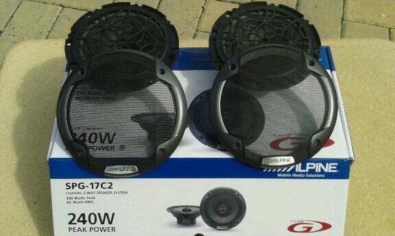 2x Alpine 240w Speakers
