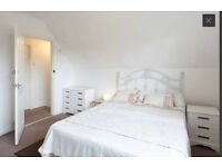 Large Dble room for in friendly house share Couple OK