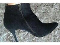 Black Velvet Heels, size 5