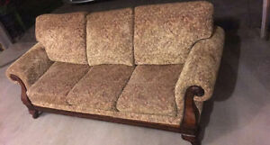 COUCH LIKE NEW!! DON'T MISS OUT ON THIS DEAL London Ontario image 1