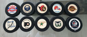 Vintage NHL 90's hockey team pucks / Rondelle NHL equipes