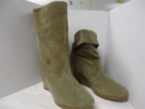 boots size 6.5 brand new only 10 they are very nice