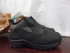 Clarks Short Boots size 6.5 brand new in box 20 cost alot more
