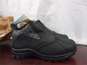 Ladies Clarks Short Boots size 6.5 brand new in box