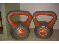 2 X York Fitness 8kg Vinyl Kettlebells. total weight - 16 kg.