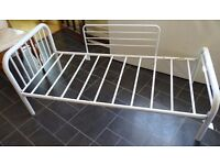 Toddler Bed White Metal frame /kids bed with a guard(very good condition)