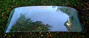 Rear window from 1960 Pontiac,$20 will fit some others Sarnia Sarnia Area image 1