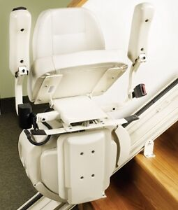 Chaise monte escalier Savaria - Stairlift Savaria West Island Greater Montréal image 1