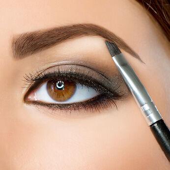 eyebrow powder. applying eyebrow powder to the brows i