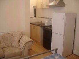 PRIVATE STUDIO £69pw - Includes Bills - FARTOWN HD2 1AR - 15min from TOWN