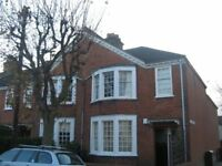 3 bed in Earlsfield- Must See!! Garden