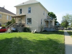 Spacious upper unit in quiet Old South Sarnia @ 402C
