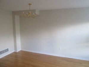 TOWN HOUSE FOR RENT! YONGE/HW7, 3 BEDROOM 4 BTHRM, RICHMOND HILL