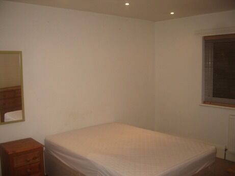 2 BED IN THE HEART OF BRIXTON!! ONLY £400/WEEK CANT BEAT THIS PRICE!! WILL NOT LAST LONG!!