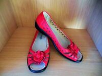 Ladies flat shoes red