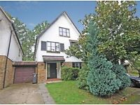SPACIOUS FIVE BEDROOM DETACHED HOUSE - THREE BATHROOMS, PRIVATE GARDEN