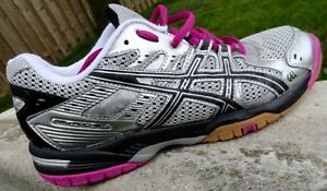 ASICS TRAINER / RUNNING SHOE - As New