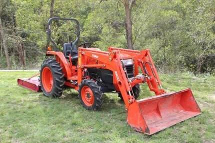 Kubota L3400 Tractor with front end loader & slasher