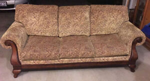 COUCH LIKE NEW!! DON'T MISS OUT ON THIS DEAL