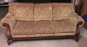 COUCH LIKE NEW!! DON'T MISS OUT ON THIS DEAL London Ontario image 3