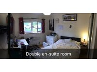 Double EnSuite Room in Modern, secured Flat - Great Location