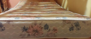 Twin size mattress with box in good condition Kitchener / Waterloo Kitchener Area image 1