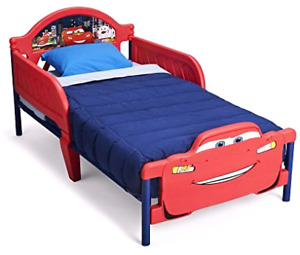 Disney Cars (Lightning McQueen) Toddler Bed with bedding set