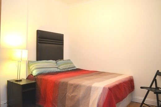 Amazing Studio flat for rent in High Street Kensington, half a minute from the underground station.