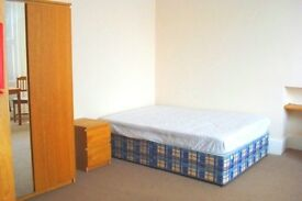 Self contained Double Studio flat to rent in Nottinghill gate, W11.