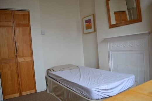 Self contained studio flat to rent in Nottinghill gate, bills included.