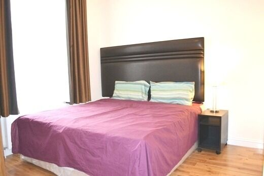 Double Studio flat for rent in High Street Kensington, a minute from the underground station.