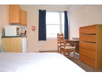 Spacious Studio Flat to rent in Nottinghill Gate.