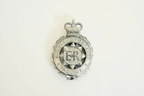 Vintage Great Britain MINISTRY OF DEFENSE Police Badge Obselete