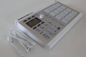 Make your next hit with the Maschine Mikro MK2 (White)