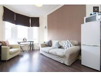 Short Let Available - All Bills Included - 1 Bed Bright Comfortable Furnished Flat in Shawlands