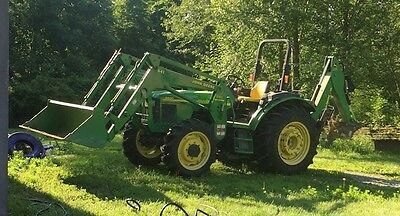 2004 - 5520 John Deere Tractor With Front Loader Back Hoe Self-levelers....