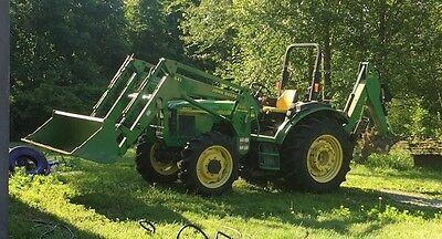 2004 - 5520 John Deere Tractor With Front Loader Back Hoe Self-levelers....